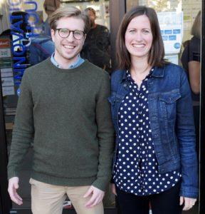 Gründerne av Inzpire.me, Marie og Mats, utenfor Nordic Innovation House i Silicon Valley.