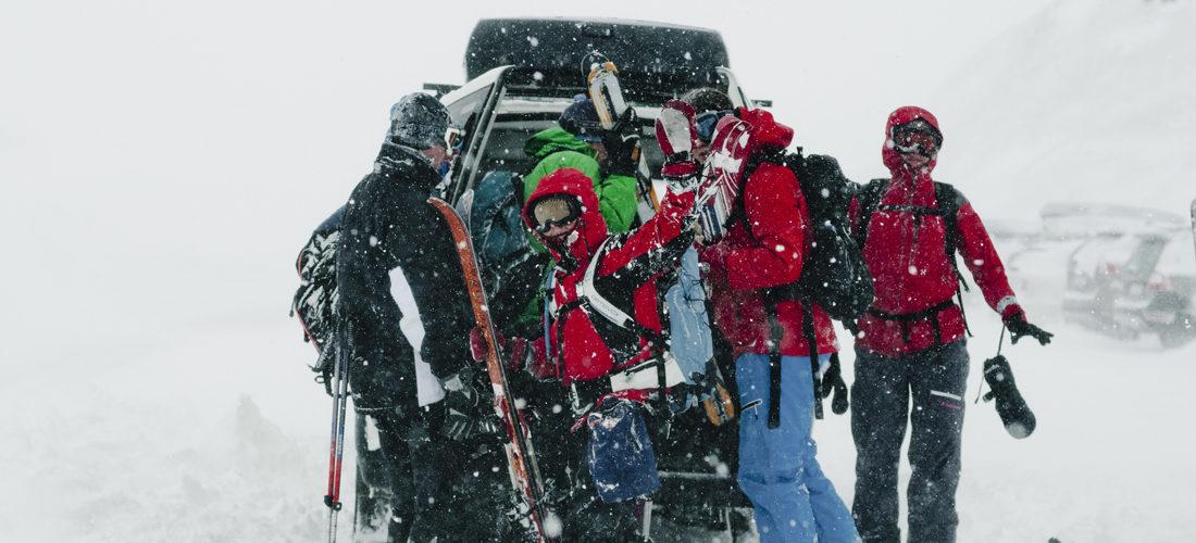 bil på vinterfjellet