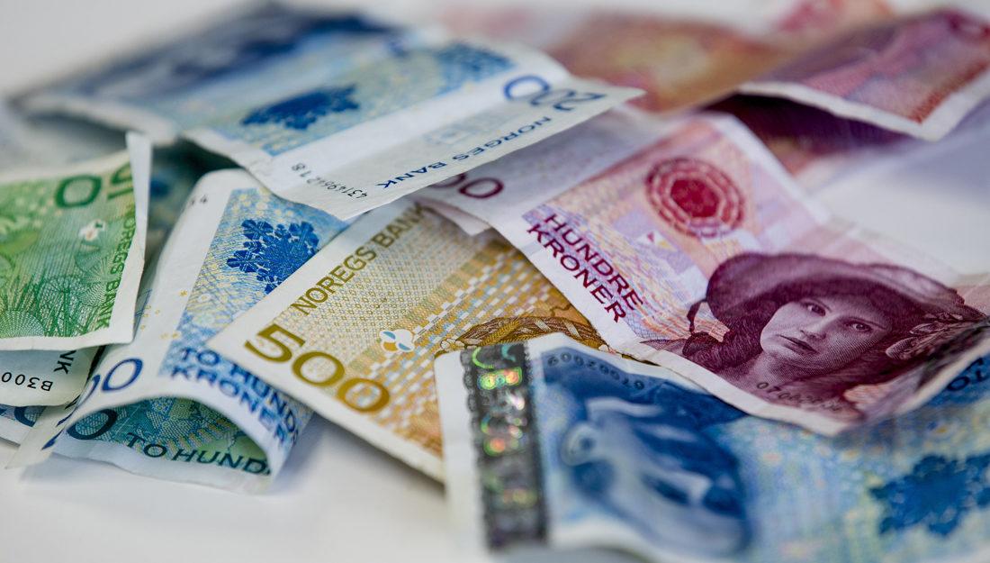 Bilde av pengesedler, deriblant 100- og 200-lappen som snart blir ugyldige