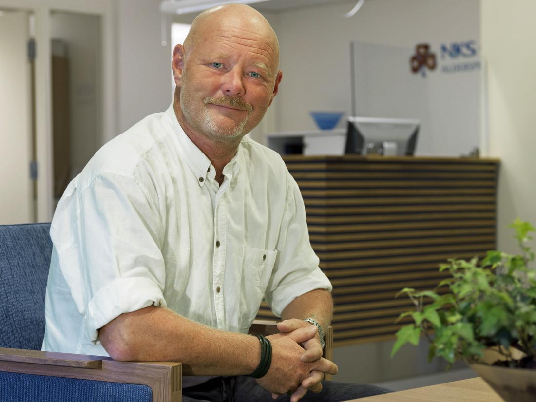Frode Wikne, direktør ved NKS Olaviken alderspsykiatriske sykehus, snakker om musikkterapi